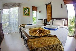 Гостевая спальня с двумя кроватями